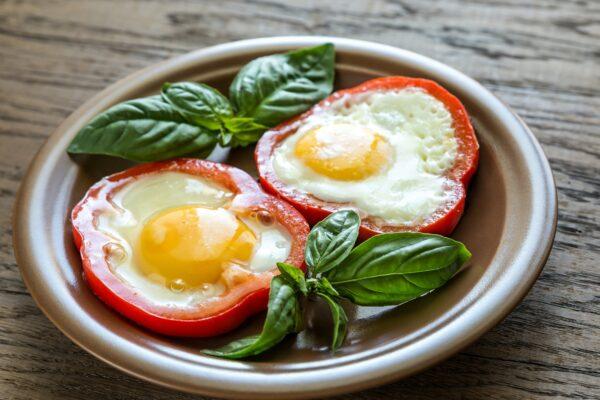 fried-eggs-in-bell-pepper-slices-PBYUFS8_edited
